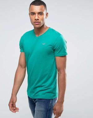Hollister Зеленая узкая футболка с V-образным вырезом и вышитым логотипом-чайкой. Цвет: зеленый