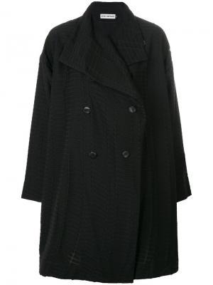 Двубортное пальто Issey Miyake. Цвет: чёрный