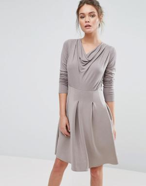 Closet London Короткое приталенное платье со складками. Цвет: коричневый