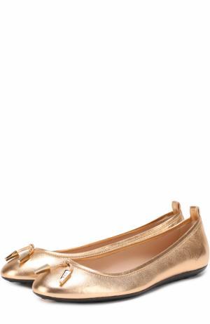 Балетки из металлизированной кожи с декором Tod's. Цвет: золотой