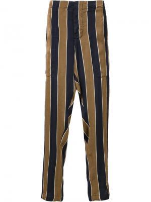 Полосатые брюки с заниженным шаговым швом Uma Wang. Цвет: коричневый
