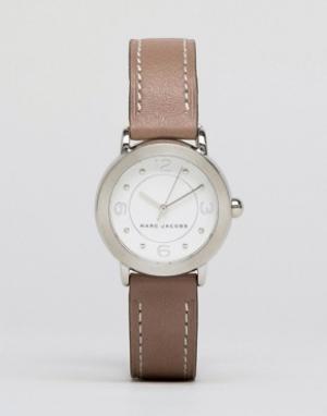 Marc Jacobs Серые часы с кожаным ремешком Riley MJ1472. Цвет: серый