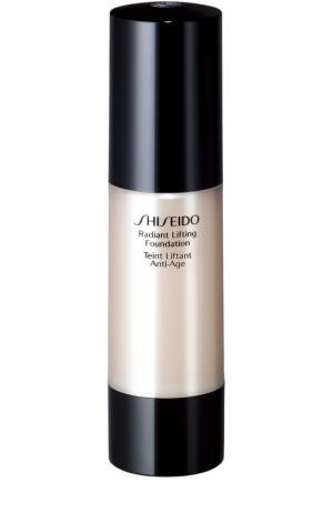 Тональное средство с лифтинг-эффектом для сияния кожи, оттенок I60 Shiseido. Цвет: бесцветный