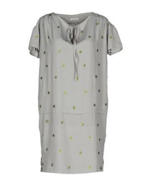 Короткое платье BEAYUKMUI. Цвет: серый