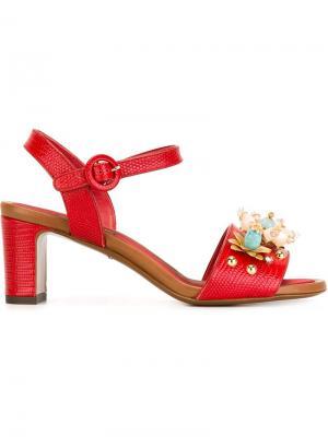 Декорированные босоножки Dolce & Gabbana. Цвет: красный