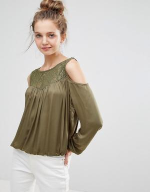 B.Young Блузка с кружевной вставкой и вырезами на плечах. Цвет: зеленый