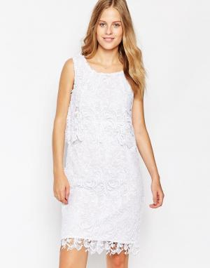 Soaked in Luxury Платье с кружевным верхним слоем. Цвет: белый