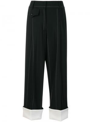 Двухцветные укороченные брюки Maison Flaneur. Цвет: чёрный