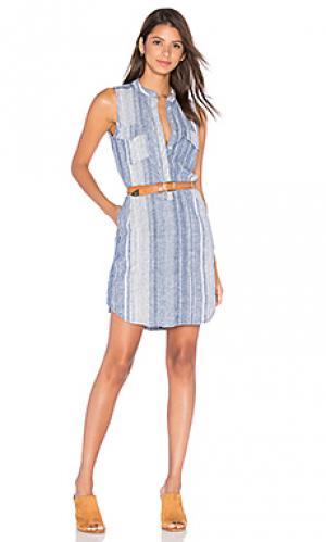 Полосатое платье на пуговицах BLANKNYC. Цвет: синий