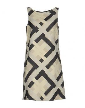 Короткое платье MAISON LAVINIATURRA. Цвет: слоновая кость