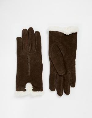 Totes Замшевые перчатки с отделкой из шерпы на манжетах. Цвет: коричневый