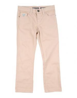 Джинсовые брюки GUESS. Цвет: песочный