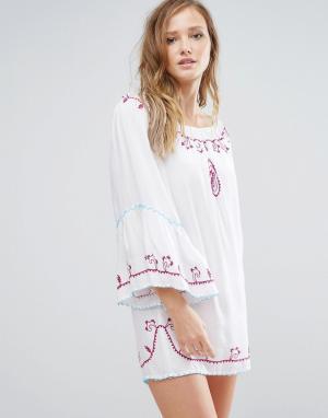 Anmol Пляжное платье мини с открытыми плечами и отделкой. Цвет: белый