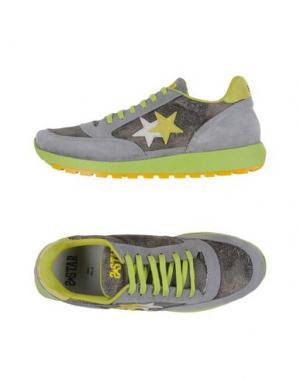 Низкие кеды и кроссовки 2STAR. Цвет: серый