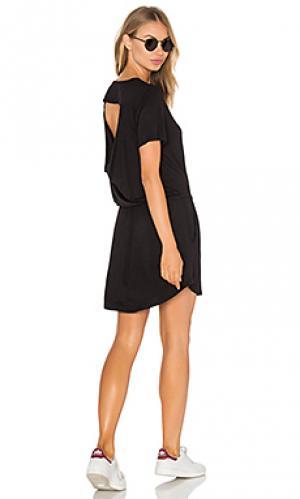 Драпированное мини платье с карманом Chaser. Цвет: черный