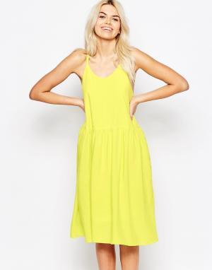 The WhitePepper Платье с перекрещивающимися на спине бретельками-спагетти WhitePep. Цвет: желтый