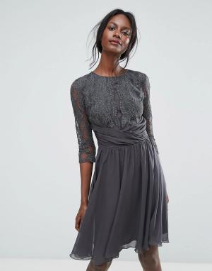 Elise Ryan Кружевное платье миди с рукавами 3/4. Цвет: серый
