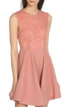 Летнее платье с узором Glamorous. Цвет: розовый