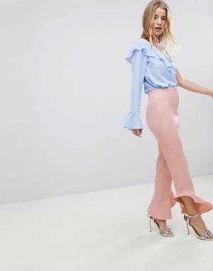ASOS Расклешенные брюки слим Tailored. Цвет: розовый