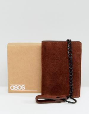 ASOS Коричневый замшевый бумажник с цепочкой. Цвет: коричневый