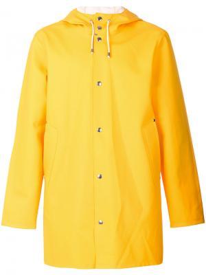Плащ с капюшоном Stutterheim. Цвет: жёлтый и оранжевый