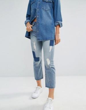 Only Укороченные джинсы бойфренда с нашивками Bellfield. Цвет: синий