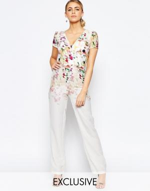 Hope and Ivy Комбинезон с широкими штанинами и цветочным принтом. Цвет: мульти