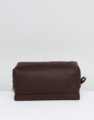 Lyle & Scott Темно-коричневый кожаный несессер. Цвет: коричневый