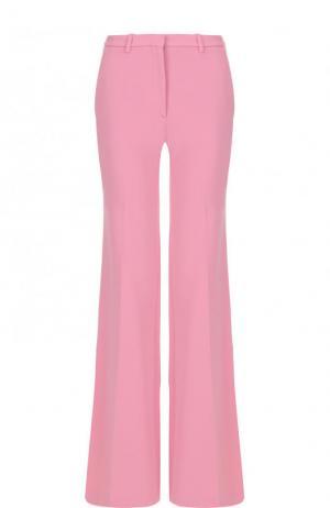 Однотонные расклешенные брюки со стрелками Theory. Цвет: розовый