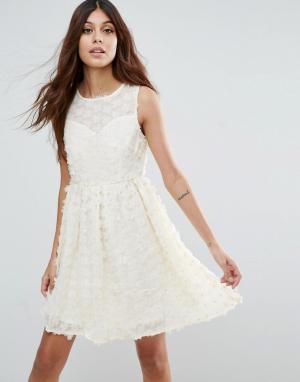 Zibi London Короткое приталенное платье с цветочным принтом 3D. Цвет: кремовый