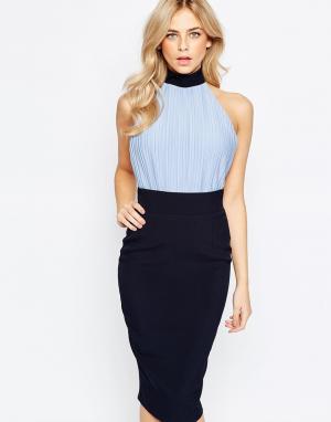 Vesper Платье-футляр с лифом-блузой высокой горловиной. Цвет: синий