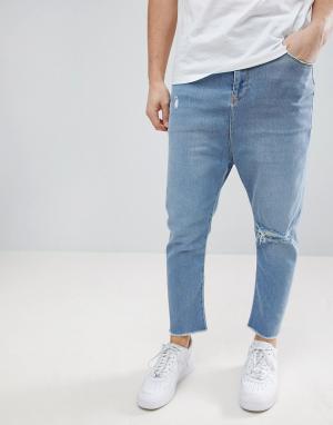 ASOS Голубые джинсы заниженного кроя с рваной отделкой. Цвет: синий