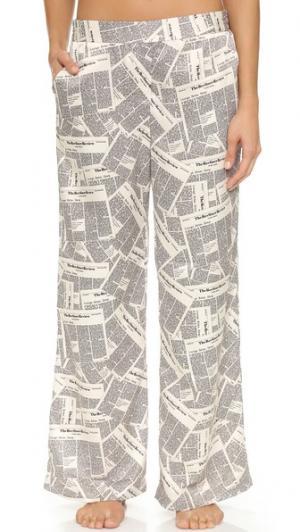 Широкие пижамные брюки с газетным принтом Recliner. Цвет: грязновато-белый