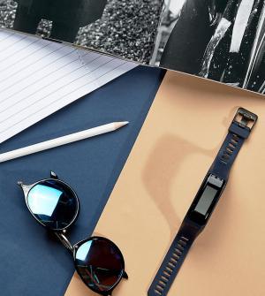 Garmin Синий фитнес-трекер Vivosmart HR Medium. Цвет: синий