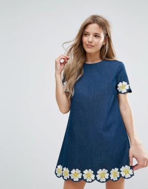 The English Factory Джинсовое платье с короткими рукавами и цветочной вышивкой. Цвет: синий