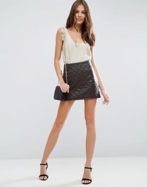 ASOS Стеганая полиуретановая мини‑юбка с молнией сбоку. Цвет: коричневый