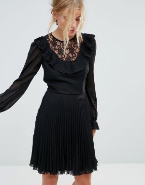 Elise Ryan Приталенное платье с длинными рукавами, оборкой и плиссированной юбкой. Цвет: черный