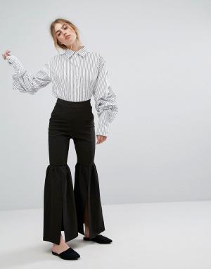 Style Mafia Расклешенные брюки с разрезами. Цвет: черный