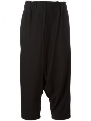 Укороченные брюки Issey Miyake. Цвет: чёрный