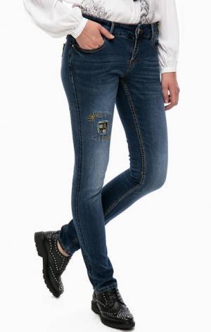Зауженные джинсы с вышивкой на поясе Desigual. Цвет: синий
