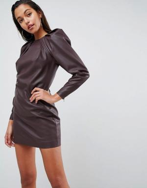 ASOS Edition Платье-футляр мини из искусственной кожи с подплечниками и длинными ру. Цвет: красный