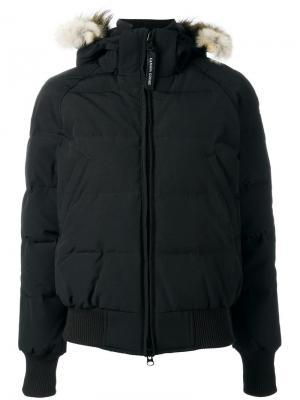 Куртка-пуховик с капюшоном и мехом койота Canada Goose. Цвет: чёрный