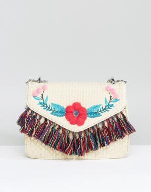 Skinnydip Соломенная сумка через плечо с помпонами и кисточками. Цвет: бежевый