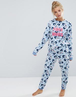 Chelsea Peers Пушистая пижама с надписью Free Hugs и принтом. Цвет: серый