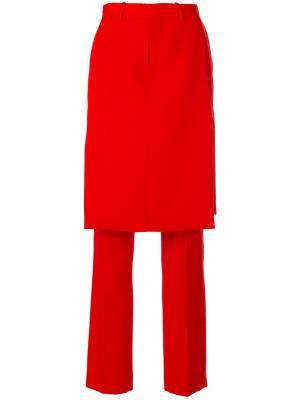 Строгие брюки с верхним слоем в виде юбки Givenchy. Цвет: красный