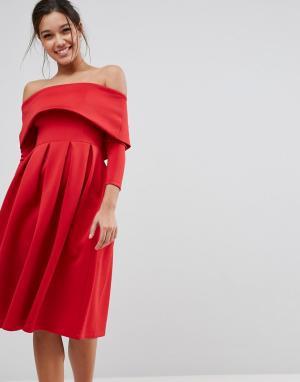 ASOS Платье для выпускного миди с широким вырезом и длинными рукавами. Цвет: красный