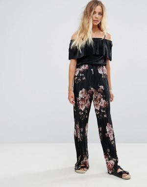 Vila Широкие плиссированные брюки с цветочным принтом. Цвет: черный