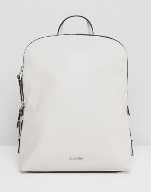 Calvin Klein Рюкзак. Цвет: серый