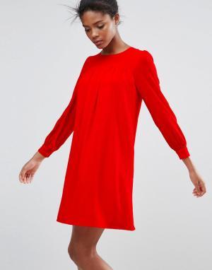 Traffic People Цельнокройное платье с длинными рукавами. Цвет: красный