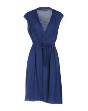 Платье до колена LAURA URBINATI. Цвет: синий